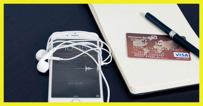 celular-com-fone-caneta-cartao-de-credito-visa-electron-servicos-essenciais-de-banco3