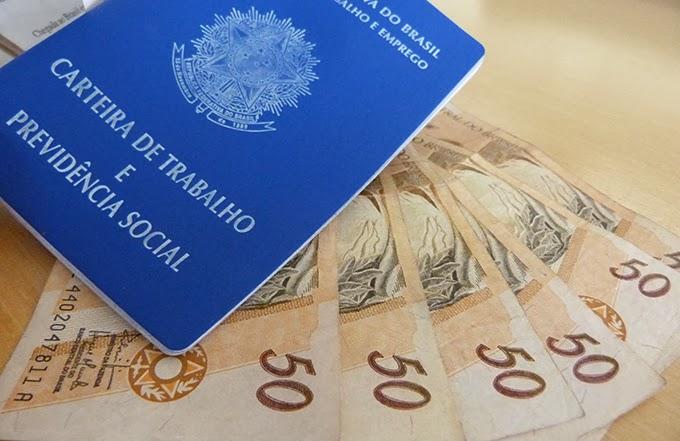 dinheiro-carteira-de-trabalho-beneficio-emergencial